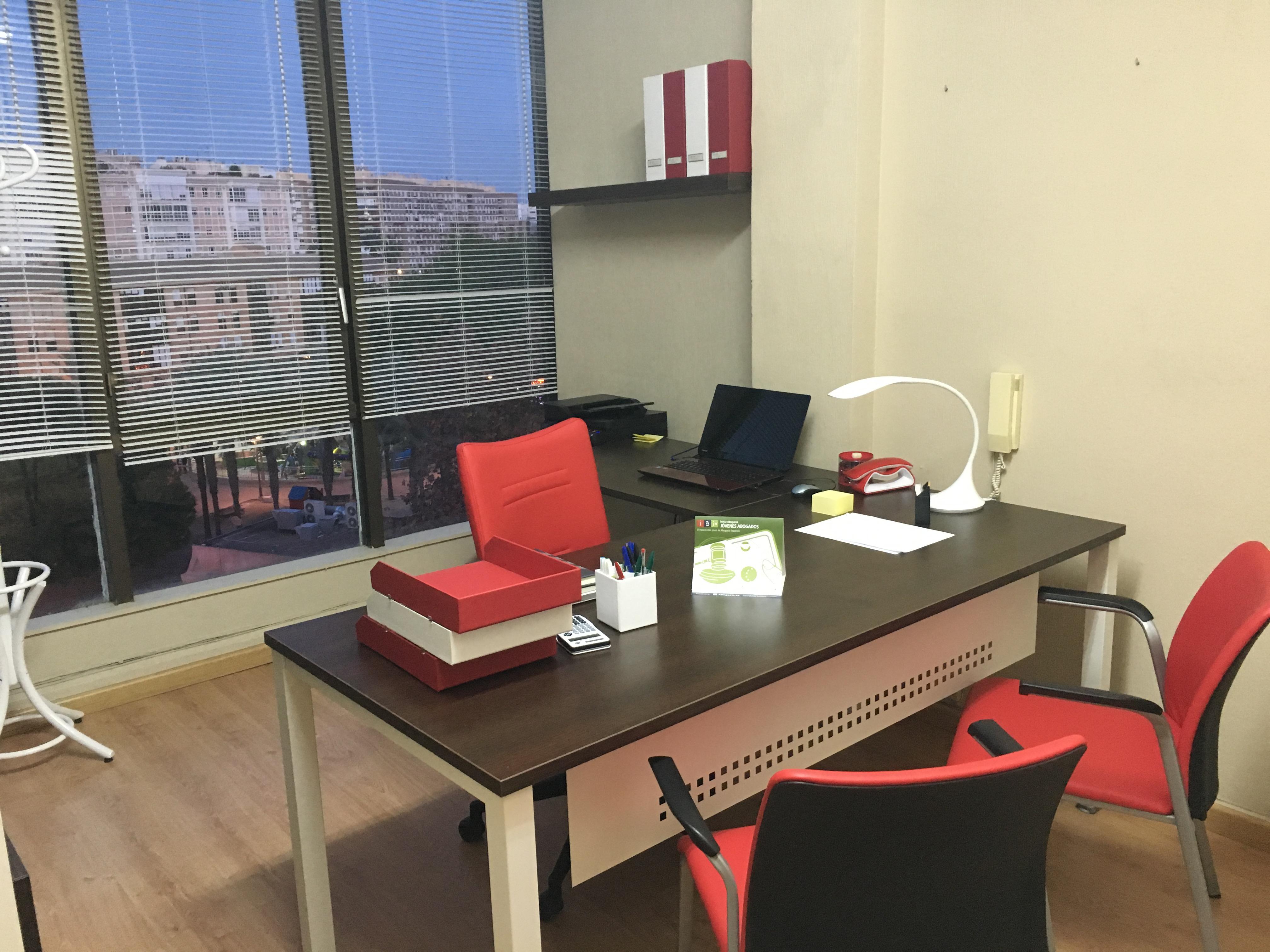Decorando el despacho de un abogado joven abogac a espa ola - Decoracion despacho en casa ...