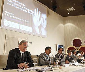 Encuentro sobre Violencia de Género arranca en Granada pidiendo más formación y sensibilización