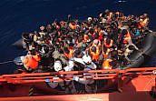 La Abogacía condena el internamiento en centro penitenciario de 464 inmigrantes llegados en patera a la costa de Murcia