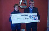 Entregados los 8.000 euros de la subasta de arte urbano por la igualdad al Fondo de Becas Soledad Cazorla