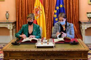 La Fundación Abogacía firma un convenio con Exteriores para asesorar jurídicamente a españolas víctimas de violencia de género en el extranjero